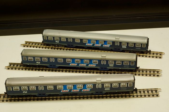 Fleischmann N - 8156 - Passenger carriage - Three Plan-W coaches with Grolsch advertising, two with light - NS