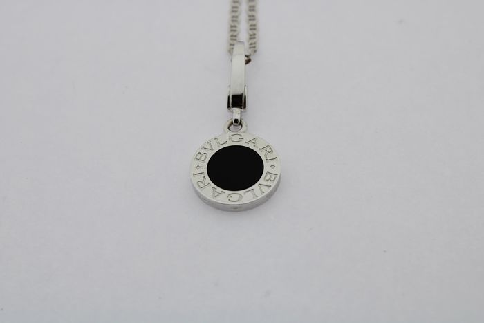 Bvlgari - 18 kt. White gold - Necklace with pendant Onyx