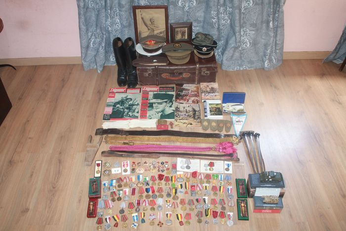Spain - Army/Infantry - Badge, Book, Boots, Buckle, Flag, Gloves, Hat, Magazine, Medal, Shoes, Webbing - 1936