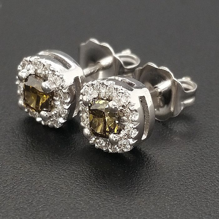 0.62ct Natural Fancy Vivid Green, Diamonds - 14 kt. White gold - Earrings - ***No Reserve Price***