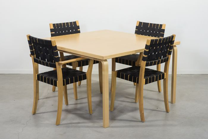 Alvar Aalto - Artek - Table with 4 chairs