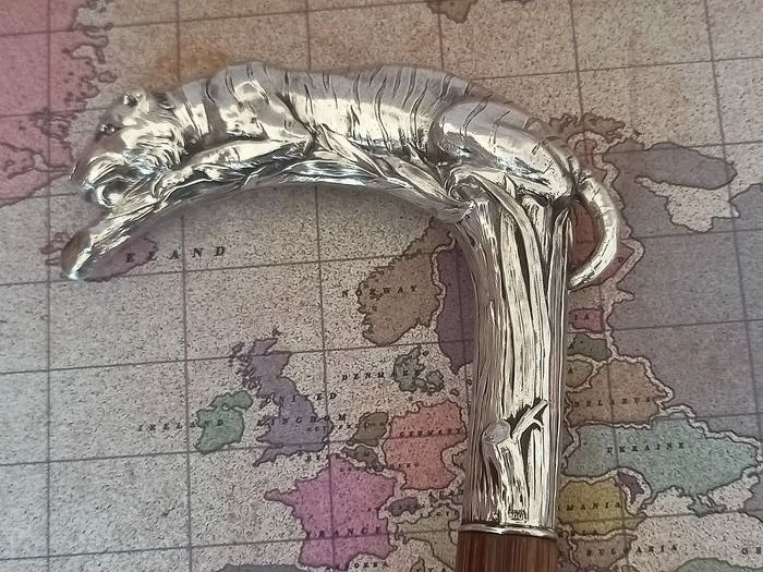 Walking stick, in a Japanese version with a tiger - Silver 800 - First half 20th century