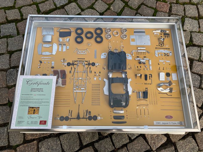 CMC - 1:18 - Encased Display-Board Parts & Companents of a CMC Jaguar C-Type - 1952 - SOLD OUT