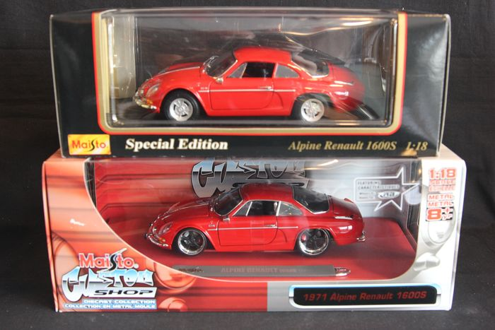 Maisto Special Edition / Custom Shop - 1:18 - Lot of 2 Maisto Special Edition / Custom shop Alpine Renault models in 1:18 scale and in red