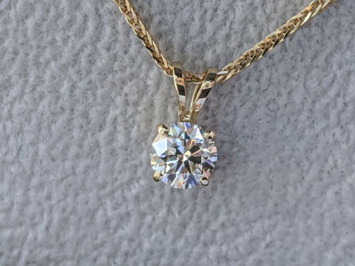 F VVS2 1/2ct Solitaire Necklace - 14 kt. Yellow gold - Necklace with pendant - 0.50 ct Diamond