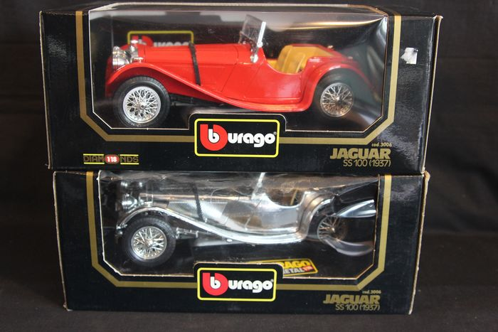 BBurago Diamonds - 1:18 - Lot of 2:  Jaguar SS-100 1937 (red) / Jaguar SS-100 1937 (chrome) models in 1:18 scale