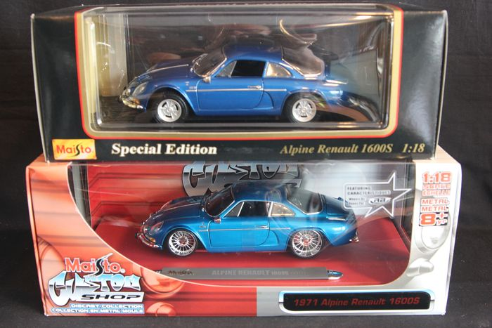 Maisto Special Edition / Custom Shop - 1:18 - Lot of 2 Maisto Special Edition / Custom shop Alpine Renault models in 1:18 scale and in blue