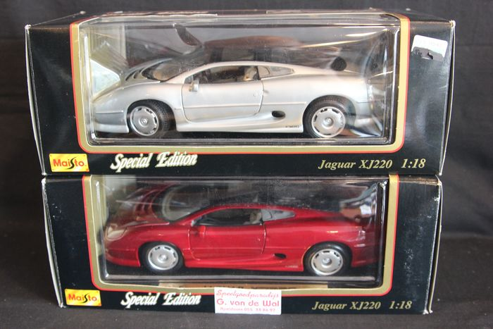 Maisto Special Edition - 1:18 - Lot of 2: Jaguar XJ 220 (silver) / Jaguar XJ 220 Red, models in 1:18 scale