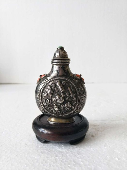 Snuff bottle - Gemstone, Silver - Eight Buddhist symbols - China - Early 20th century