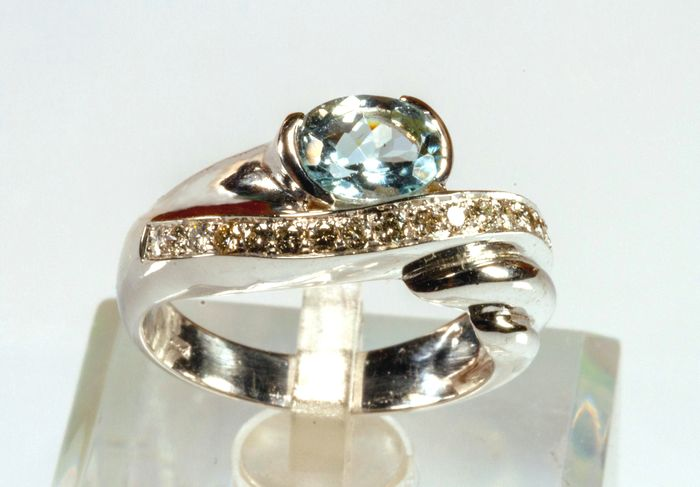 18 kt. White gold - Ring - Aquamarine, Diamonds