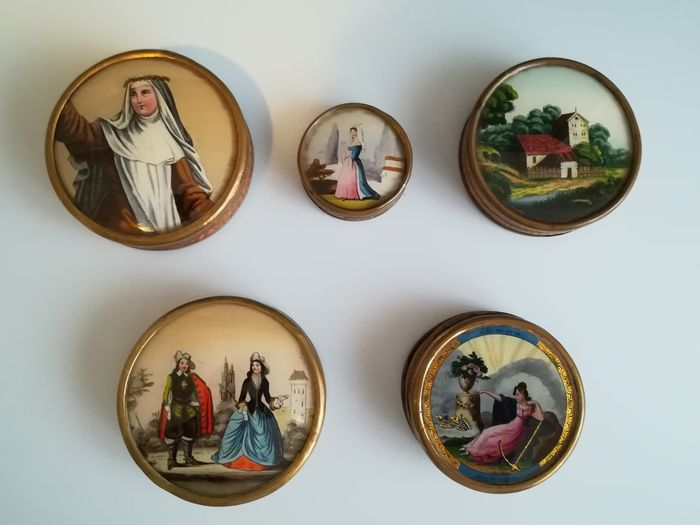 Collection of 5 boxes for bonbons (5) - Brass, Cardboard, Glass - Mid 19th century