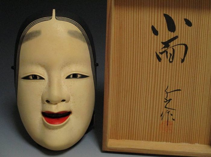 Noh-Maske (1) - Holz, Lack - Very fine Ko-omote mask, signed - including original signed and sealed tomobako - Japan - Shōwa Zeit (1926-1989)