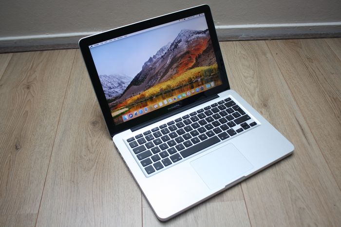 Apple MacBook Pro 13 inch (Early 2011) - Intel Core i5 2.3Ghz, 8GB DDR3 RAM, 500GB HDD - With new charger