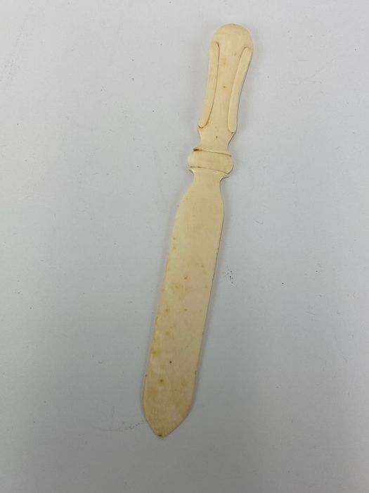 Ivory page turner / paper knife - Certificate included - Louis XVI Style - Ivory - Circa 1870