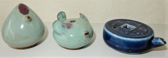 Series of 3 water drippers, 2 with Yun glaze and 1 with dark blue glaze - Ceramic - China, Pingyao (Shanxi Province) - Approx. 1970/1980