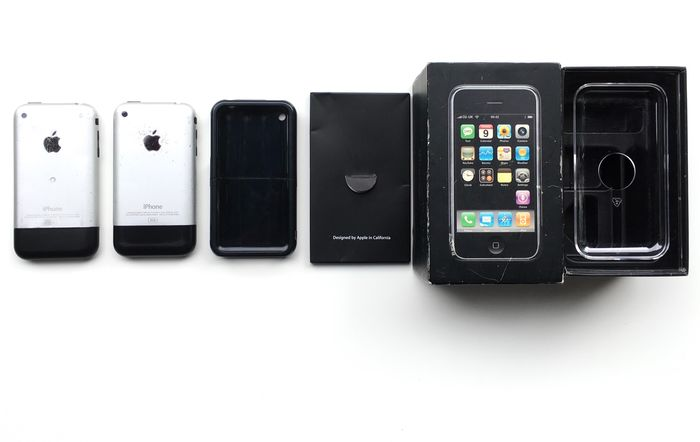 2 Apple 2G - iPhone - With replacement box