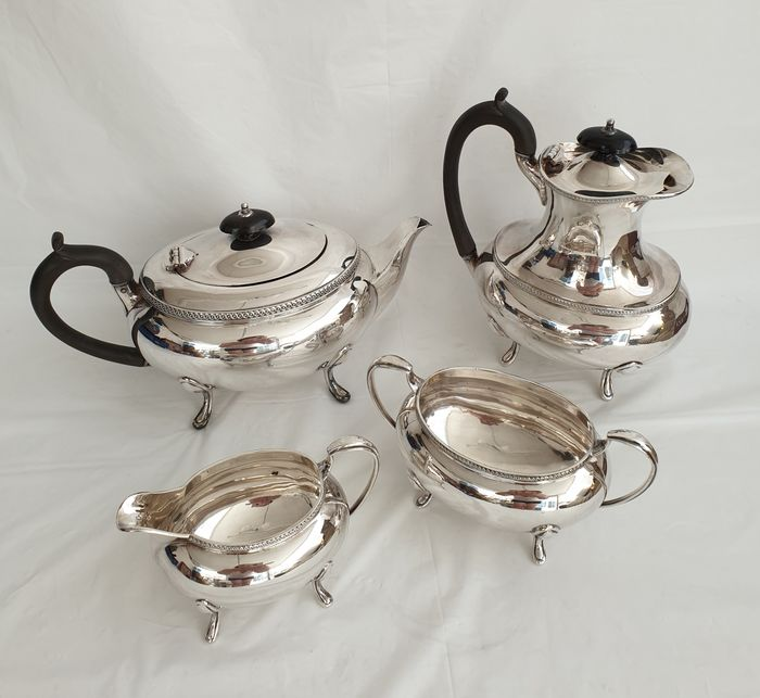 Walker & Hall Tea Set da caffè (4) - Stile neoclassico - Placcato argento