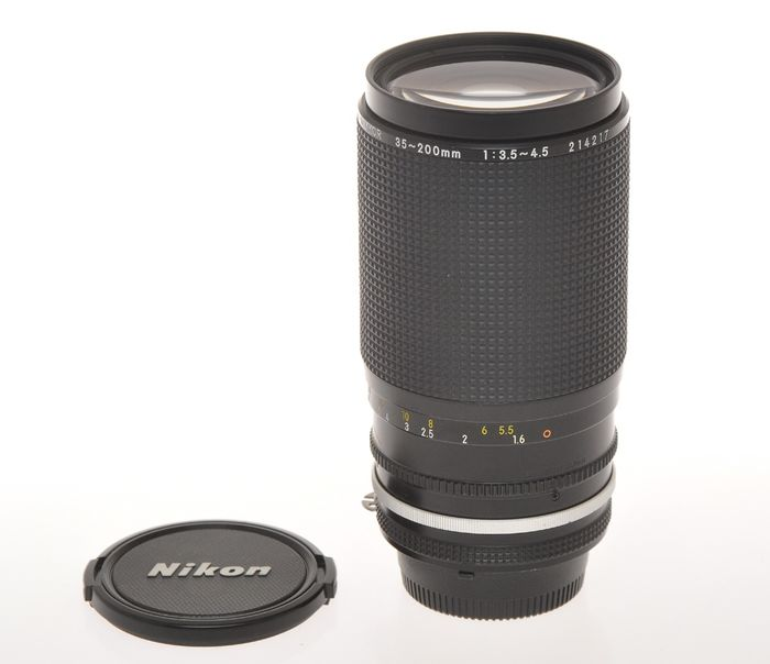 Nikon wide-tele zoom 35-200mm F:3.5-4.5 Nikkor with AIs mount, exc++++ c.1990