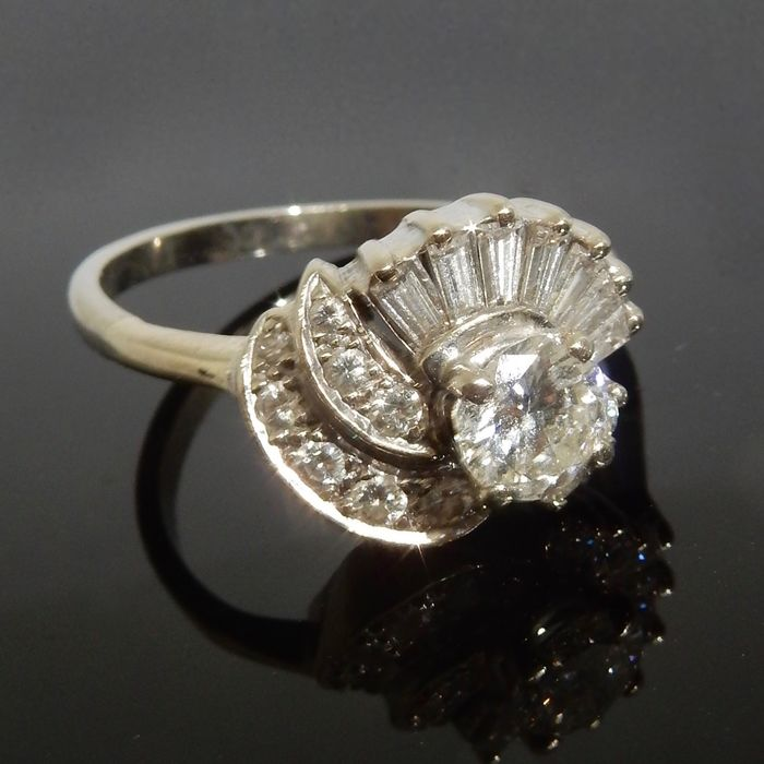 14 kt. Gold, White gold - Ring, Total about 1.50 carats - 0.60 ct Diamond - Diamonds
