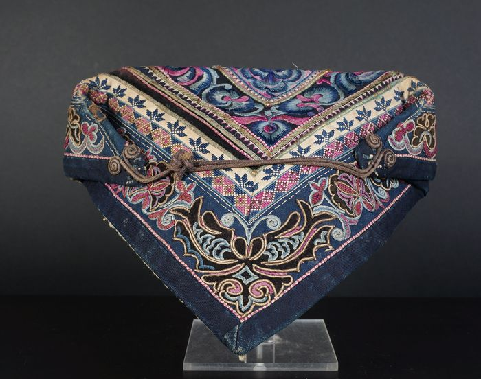 antique Chinese silk folded ladies hood (1) - Cotton, Silk - China - Early 20th century