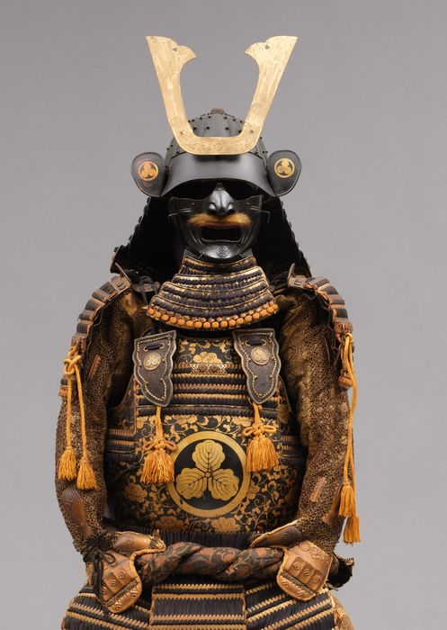Yoroi - gilded and lacquered metal - Samurai - Beautiful black & partly gilded oyoroi exceptionally lacquered with goldleaf overall floral design  - Japan - Taisho - Early Showa period