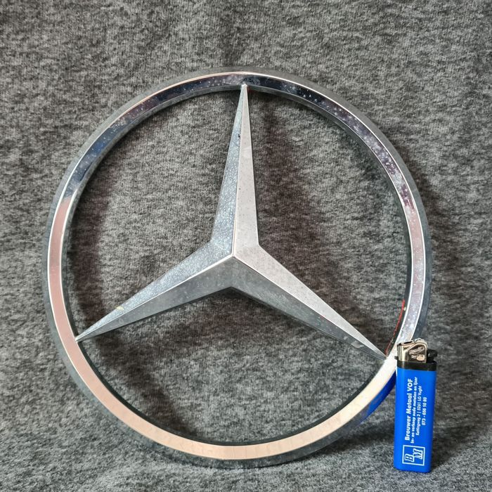Very large iron star from Mercedes-Benz - Mercedes-Benz