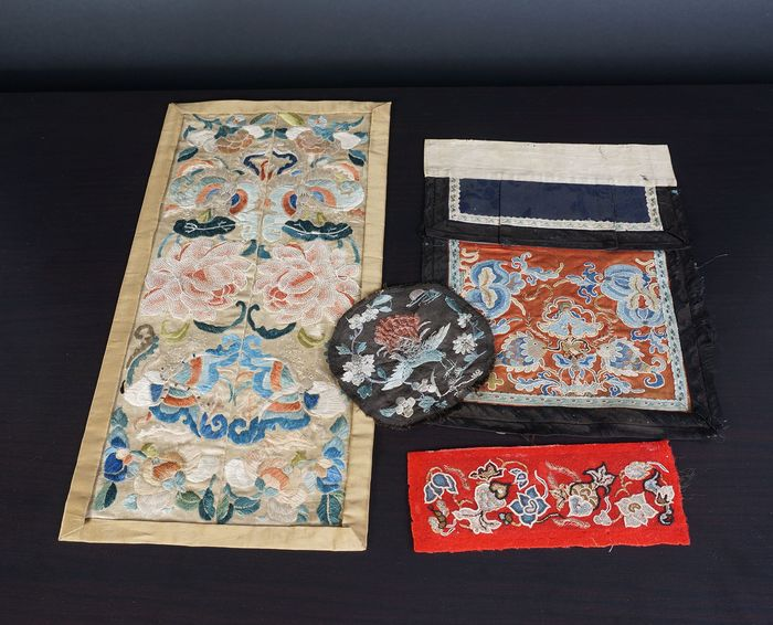 lot Antique Chinese silk cloth and dust covers (4) - Cotton, Silk - China - 19th century and early 20th century