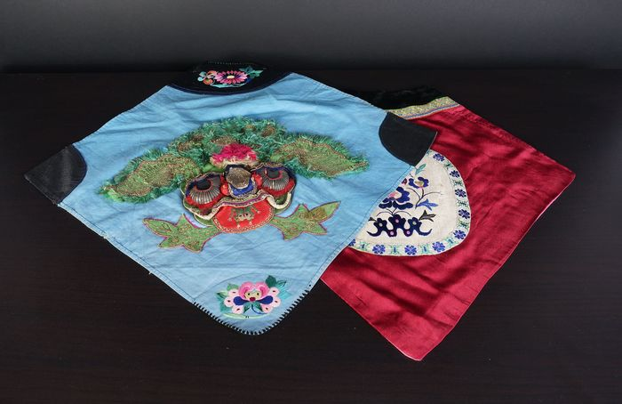 "set Antique Chinese silk ""bib"" baby cloth (2) - Cotton, Silk - China - Early 20th century"