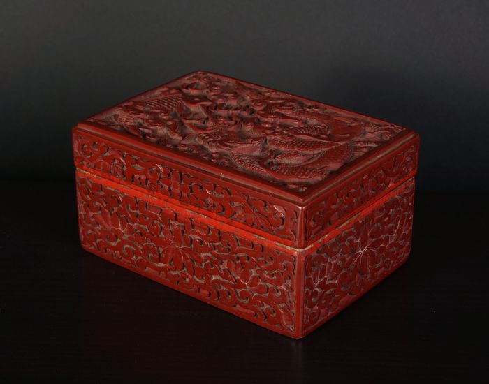 Rectangular lacquer box with dragon engraved in it (1) - Cinnabar lacquer - China - Early 20th century