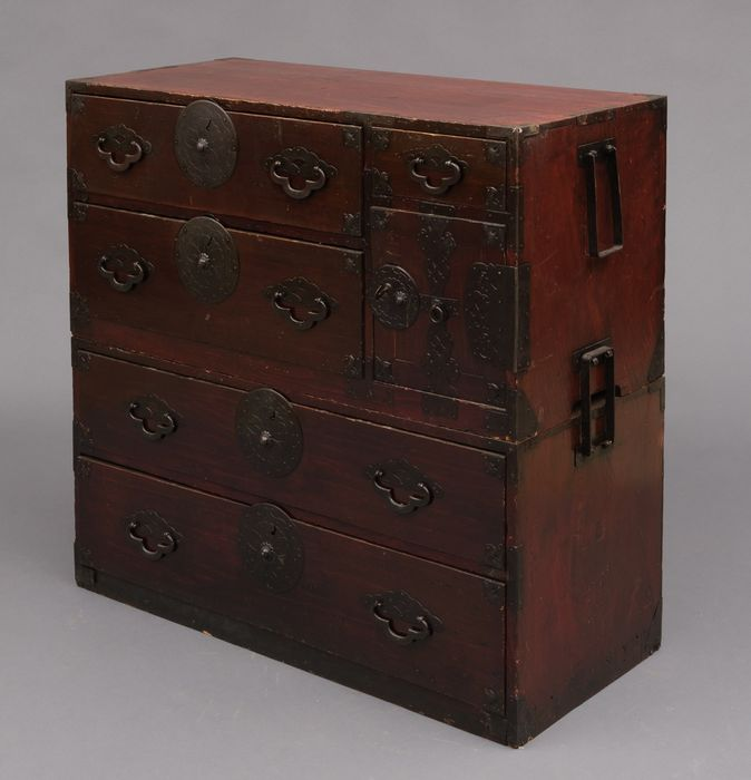 """Closet - Wood - Dark red lacquered two section """"chest on chest"""" from Yonezawa with all original hardware - Japan - Meiji period (1868-1912)"""