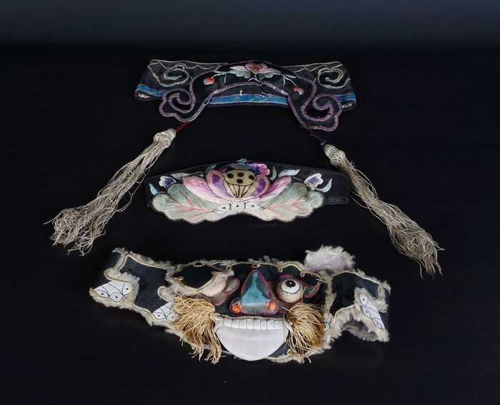 a lot of very beautiful antique Chinese silk headbands (3) - Cotton, Silk - China - 19th century and early 20th century