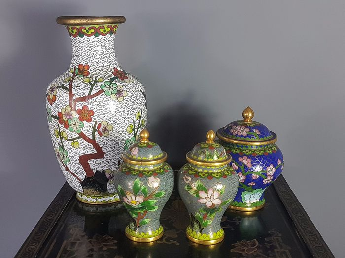 Vase & covered pots (4) - Enamels on brass - China - Second half 20th century