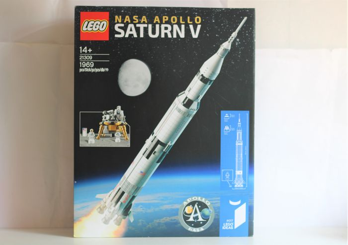 LEGO - Ideas - 21309 - NASA Apollo Saturn V