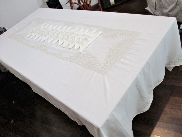 Hand embroidered tablecloth 1955 100% fine linen - Linen - 1955