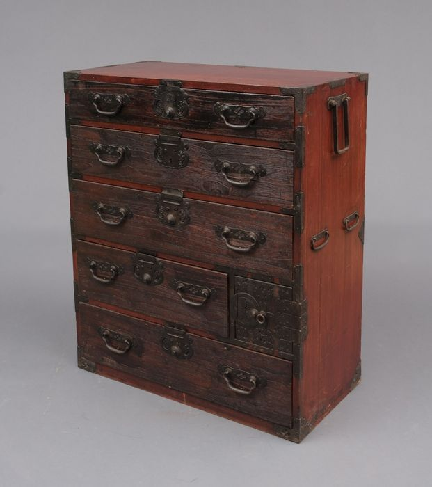 Möbel - Holz - A nice Matsumoto ledger chest in unrestored condition - Japan - Meiji Periode (1868-1912)