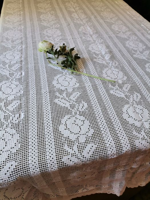 tablecloth to decorate the table - 240 by 145 cm without reserve price - Cotton - Late 20th century