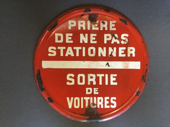 Enamel sign - Please do not park - Exiting cars - Metal