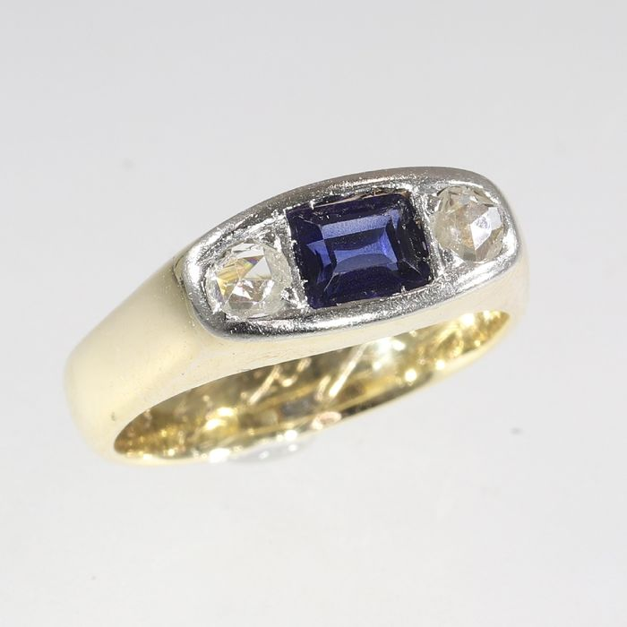 18 kt. Yellow gold - Ring, Vintage 1920's Art Deco - 0.30 ct Sapphire - Diamonds, Natural (untreated), Free resizing*