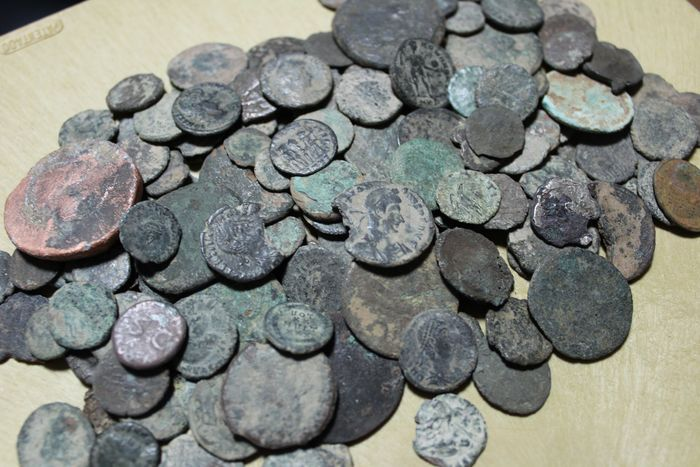 Römisches Reich - Lot comprising 126 coins minted between I and IV centuries A.D., mostly antoninianus, follis, half follis and maiorinas - Bronze
