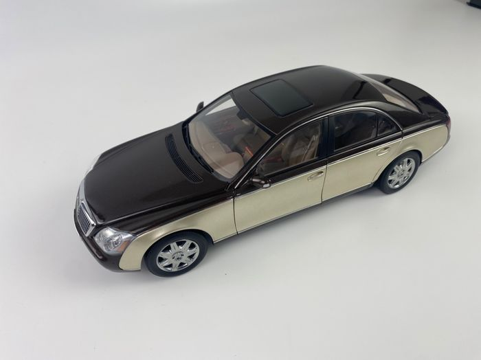 Autoart - 1:18 - Maybach 57 B66962179 Werksmodell/Sondermodell - Limited dealer edition
