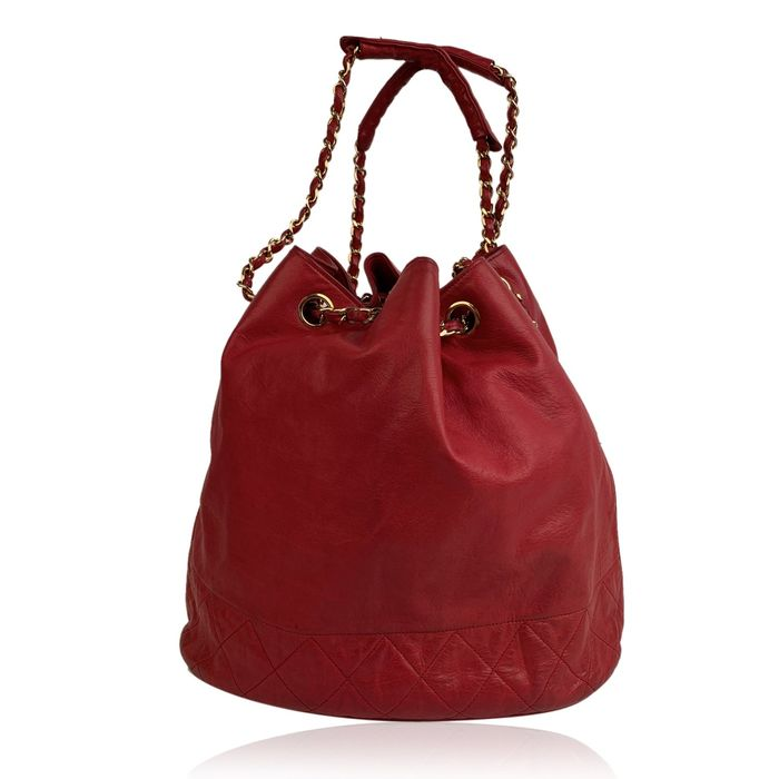 Chanel - Vintage Red Leather Bucket with Bottom Quilting Schultertasche