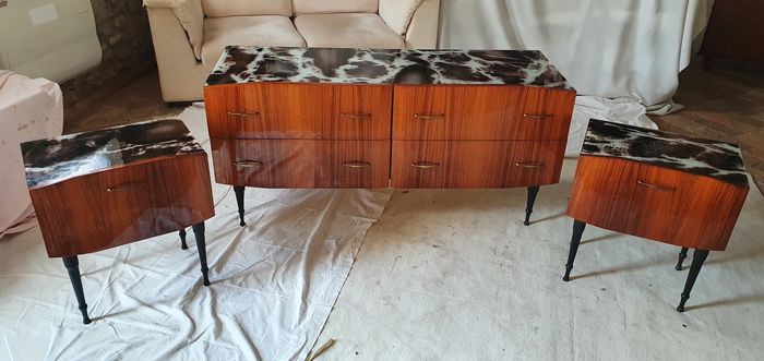 Set, dresser and two bedside tables in mahogany striped
