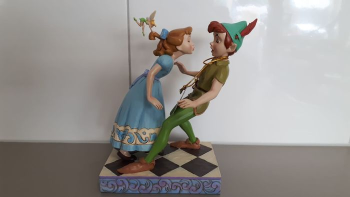 """Disney Showcase Collection - Beeld - Disney Traditions - Peter Pan en Wendy - """"An unexpected kiss"""""""