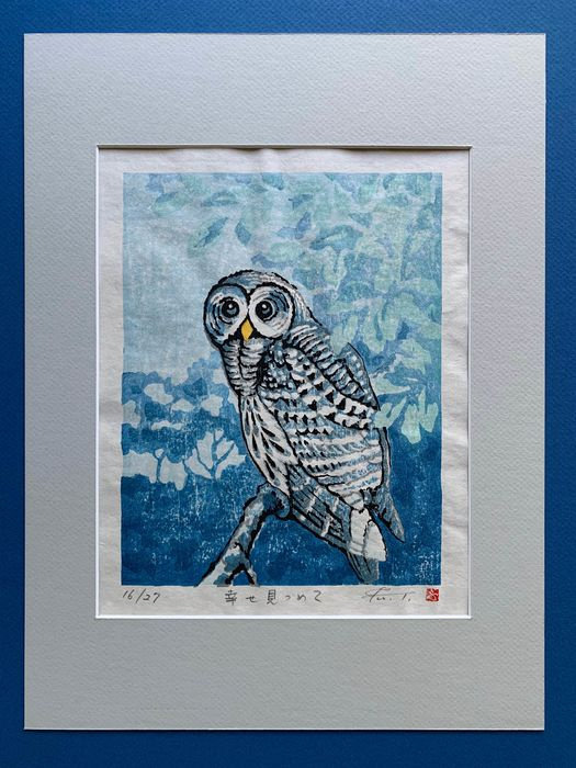 """Original Holzschnitt (1) - Tiere, Eule - Washi-Papier - Vogel - Fu Takenaka (b 1945) - """"Shiawase mitsumete"""" 幸せ見つめて (Staring Happily) - Signed and numbered in pencil by the artist 16/27 - Japan - Heisei-Zeit (1989-2020)"""