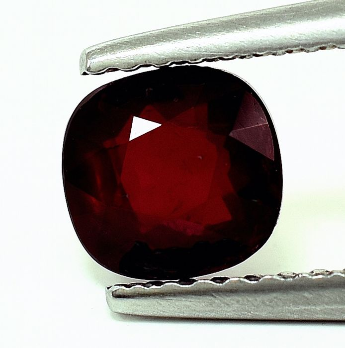 Pigeon Blood Rubino - 1.04 ct