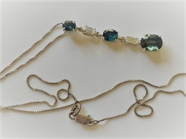 18 kt. White gold - Necklace with pendant - 1.50 ct Sapphire