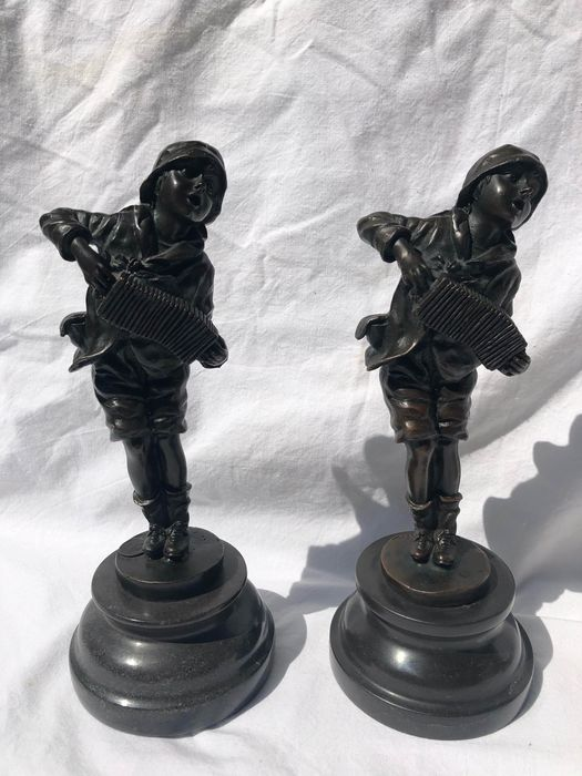 D.H.Chiparus - Statue(s) (2) - Bronze or a metal alloy