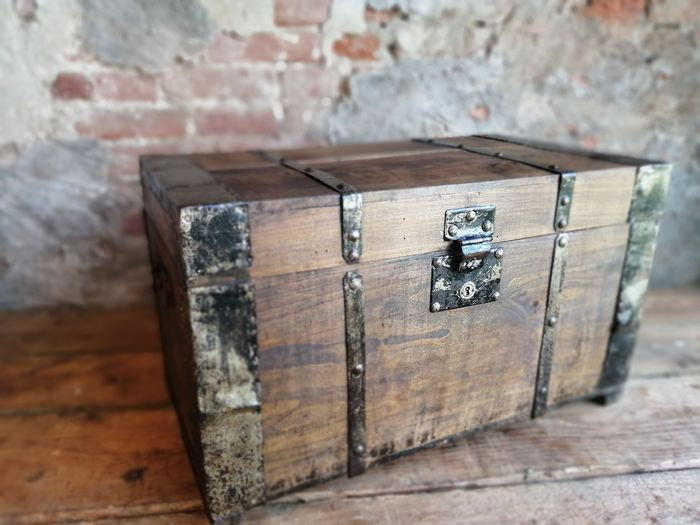 Small traveling trunk from the early 1900s - Wood