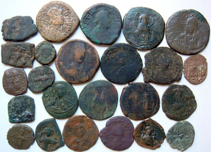 Byzantinisches Reich - Lot of 24 AE incl. Arab imitations 5/6th - 12th century AD - Bronze, Kupfer