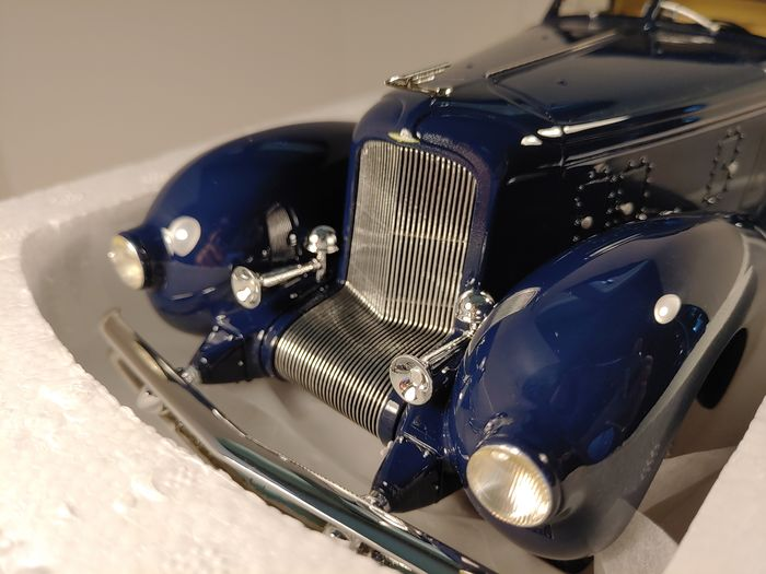 CMF - 1:18 - DUESENBERG Model J Walker Aerodynamica Coupé 1935 - Limited Edition 300 pieces